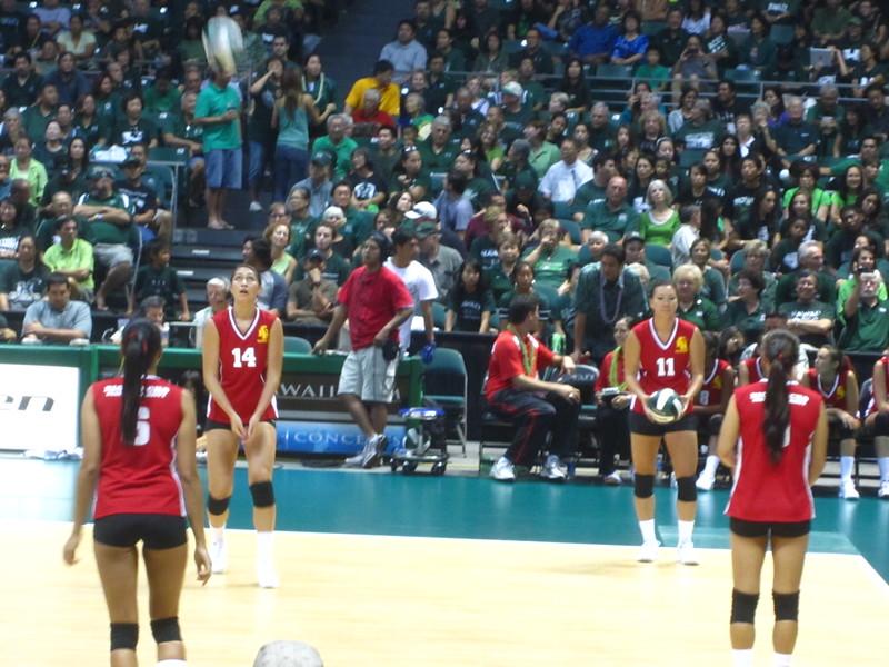 Hawaii - Wahine Volleyball Game-10.JPG