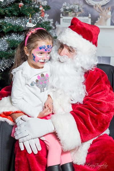 StaceyTompkinsPhotography-Santa2018 (37 of 79).jpg