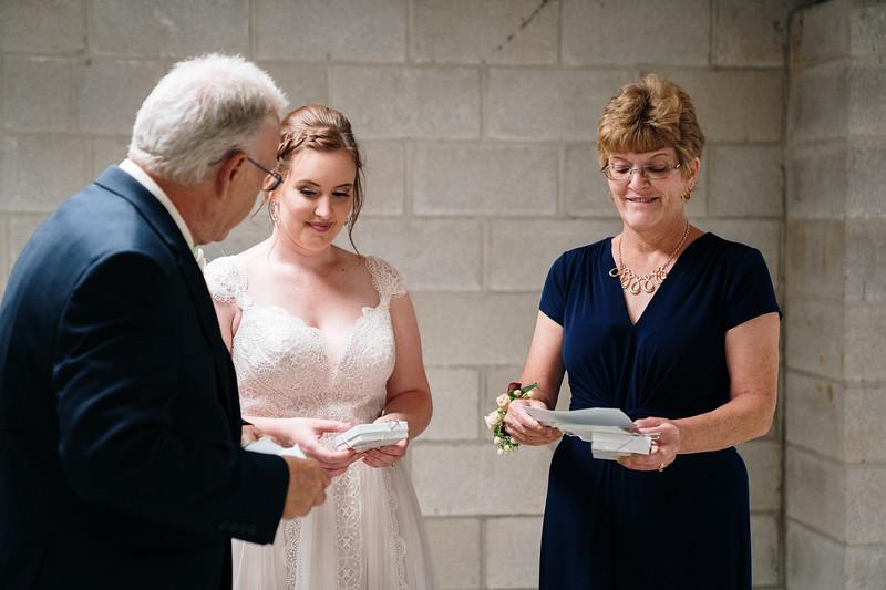 rustic_ohio__fall_barn_wedding-157.jpg