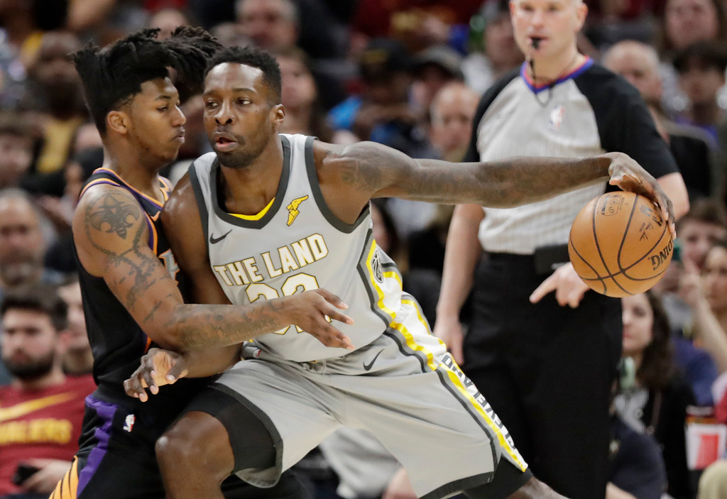 . Cleveland Cavaliers\' Jeff Green, right, drives past Phoenix Suns\' Elfrid Payton in the first half of an NBA basketball game, Friday, March 23, 2018, in Cleveland. (AP Photo/Tony Dejak)