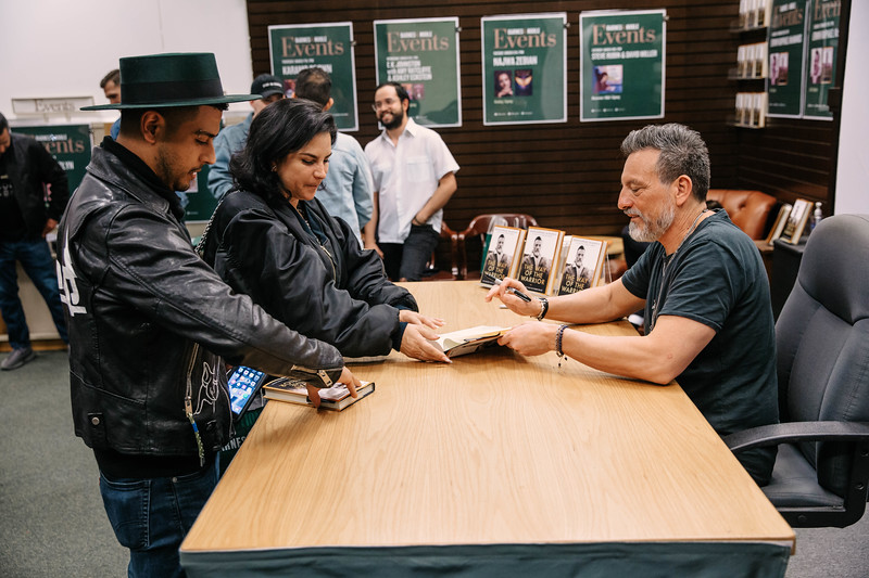 2019_2_28_TWOTW_BookSigning_SP_654.jpg