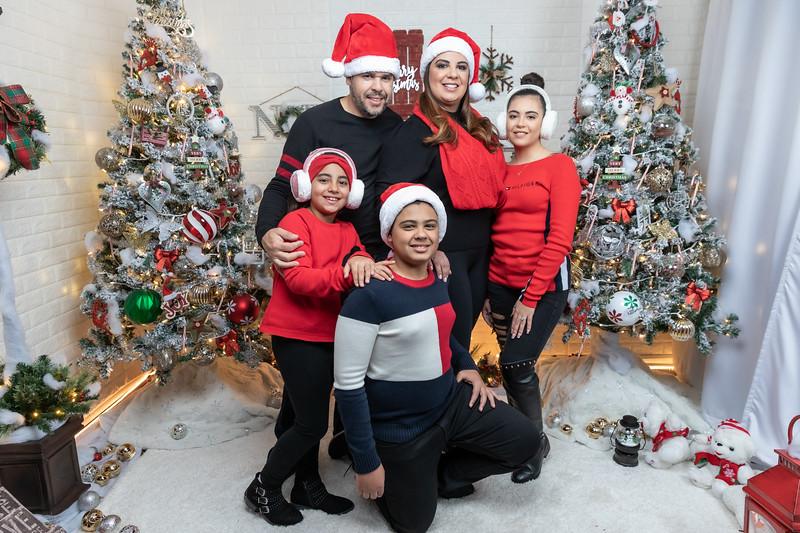 12.18.19 - Vick's Christmas Photo Session 2019 - -94.jpg