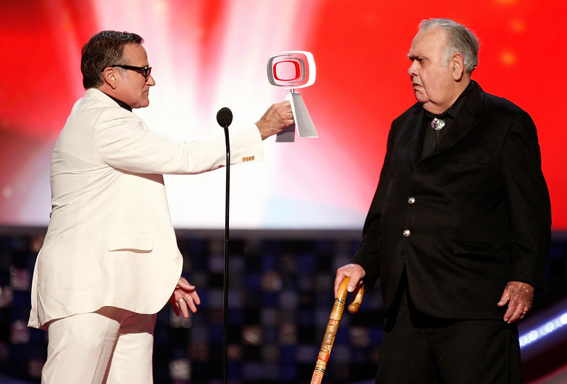 ". Actor Robin Williams (L) presents the Pioneer Award to actor Jonathan Winters onstage during the 6th annual ""TV Land Awards\"" held at Barker Hangar on June 8, 2008 in Santa Monica, California.  (Photo by Kevin Winter/Getty Images for TV Land)"