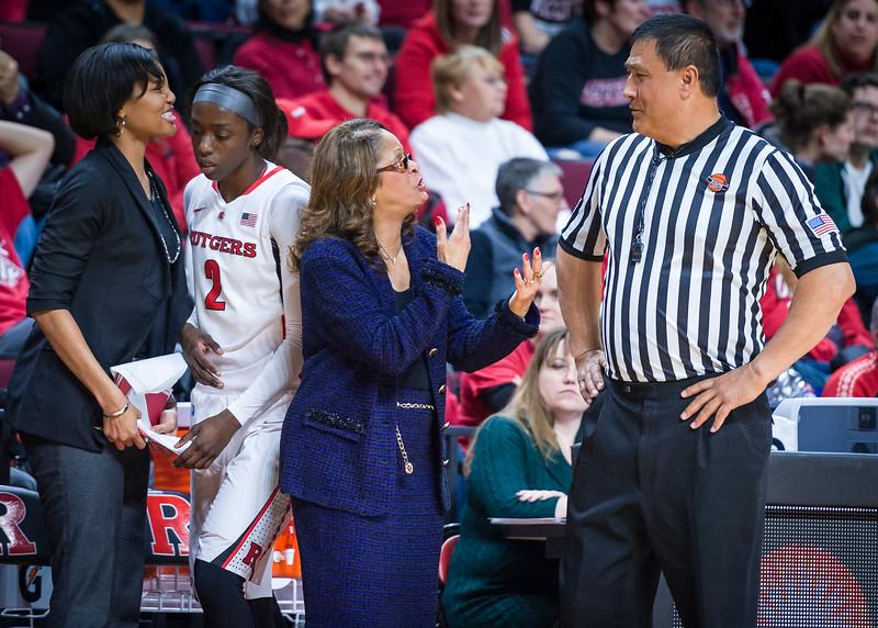 Rutgers head coach C. Vivian Stringer, Official Bryan Enterline