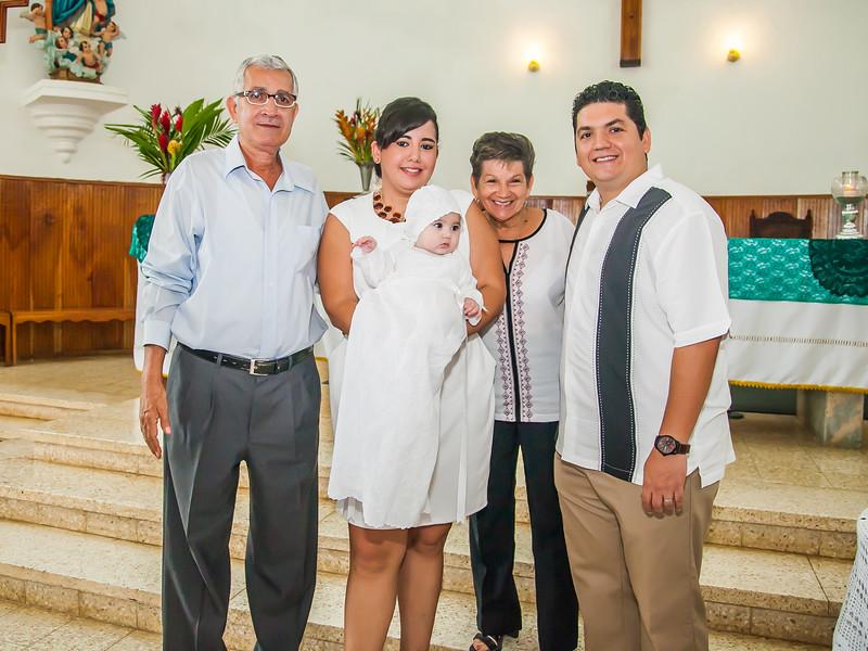 2014.09.07 - Bautizo de María Lourdes (118).jpg