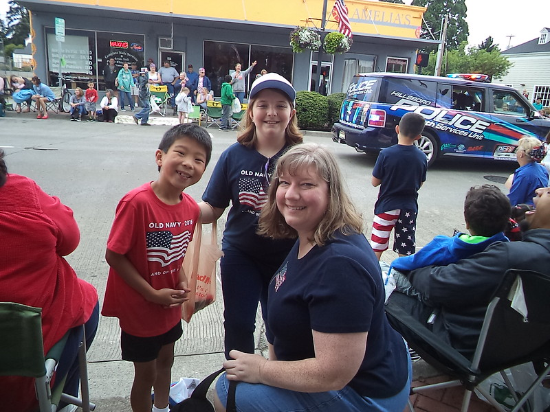 Ran into our friends the Heerwagens - Timmy, Ellie, and Tammy - who joined us to watch the parade.