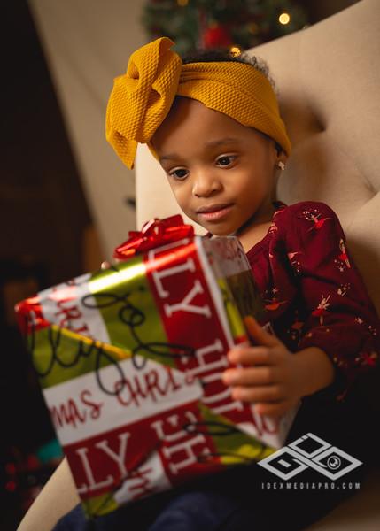 Toni and Family Christmas 2019-00841.jpg