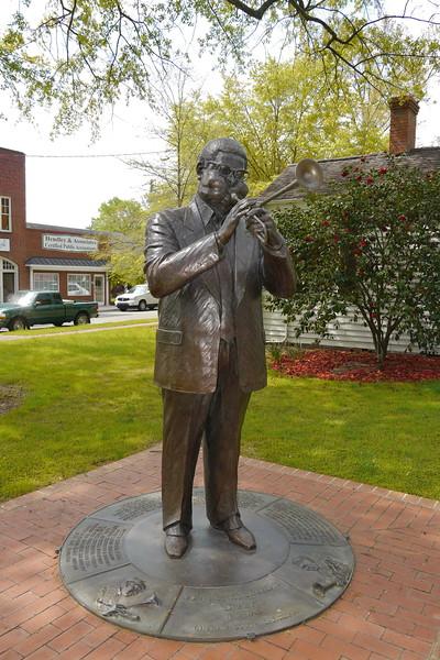 """""""Dizzy"""" Gillespie Statue 1"""