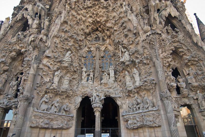 Sagrada Família, Nativity façade , with the nativity scene in the center. (Dec 12, 2007, 02:53pm)