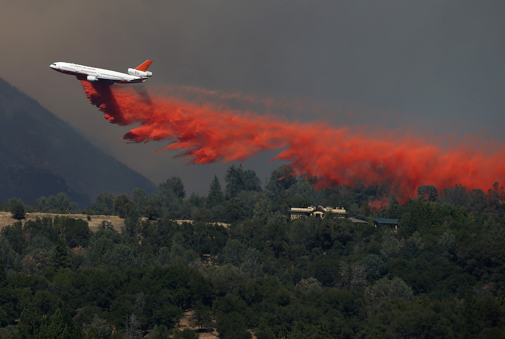 . GROVELAND, CA - AUGUST 22:  A DC-10 air tanker drops fire retardant on a ridge ahead of the advancing Rim Fire on August 22, 2013 in Groveland, California. The Rim Fire continues to burn out of control and threatens 2,500 homes outside of Yosemite National Park. Over 1,000 firefighters are battling the blaze that was reduced to only 2 percent containment after it nearly tripled in size overnight.  (Photo by Justin Sullivan/Getty Images)