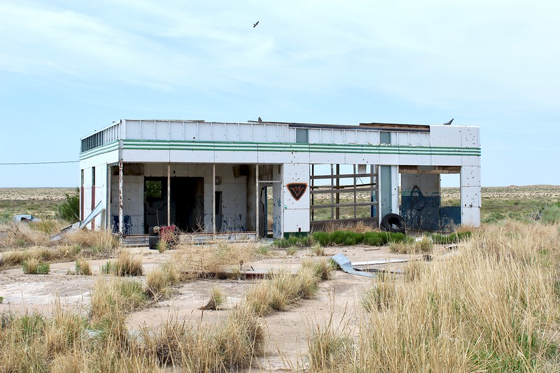 Abandoned Sinclair station on I-40 off-ramp (2018)