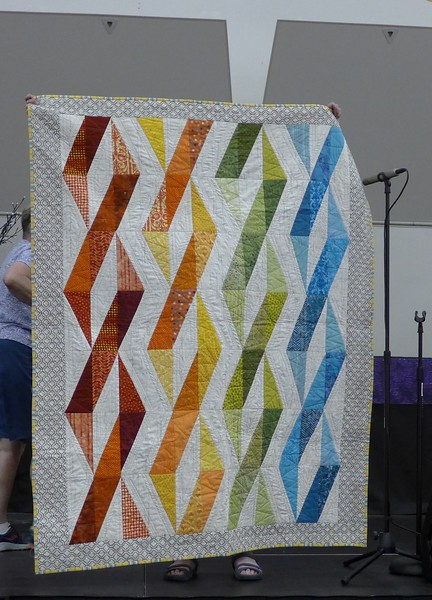 Bonnie Buss made this quilt from the pattern - Twizzlers.