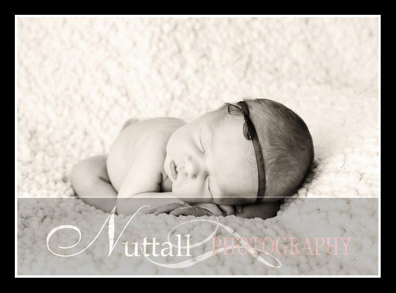London Newborn-18bw.jpg