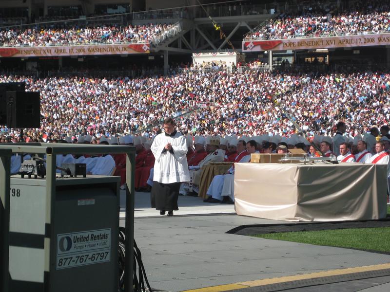 Pope Mass Nats Stadium 4-17-08 070.jpg